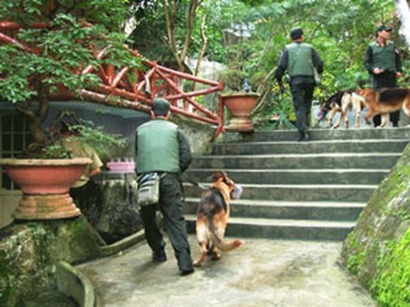 """Source nld-onlineCông an bao vây khu du lịch sinh thái Đá Bia hôm 05.02.2012 và bắt giữ nhiều người trong vụ """"Hội đồng công luật công án Bia sơn"""""""