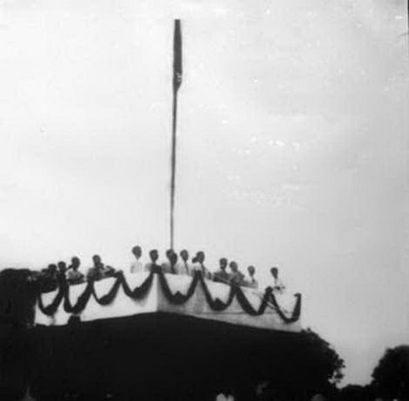 Thế nhưng từ ngày 2 tháng 9 năm 1945 mãi đến nay (2013).Đảng CSVN đã thực hiện được những gì, hay vẫn dưới con số âm 0%. Hồ Tập Cương còn lớn tiếng cho rằng người CS đại nhân, đại trí, chí quật cường... Tất cả những lời này đã biến thành bố lếu gạt gẫm dân tộc VN. Ảnh nguồn: THX.