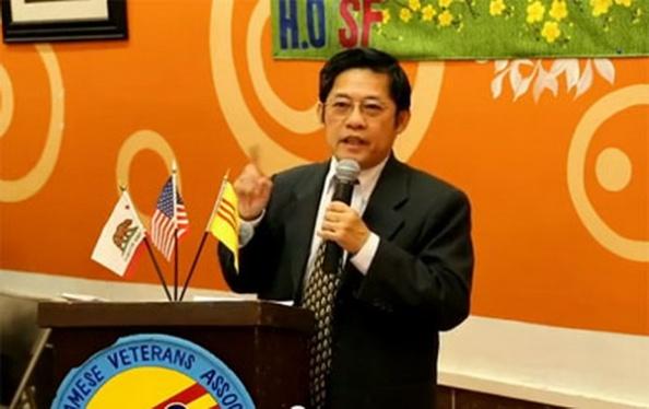 Nhâ báo Huỳnh Lương Thiện trong buổi mừng Tân Niên Quý Tỵ của Hội H.O/SF